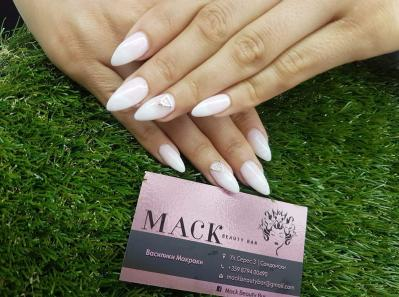 Mack beauty bar